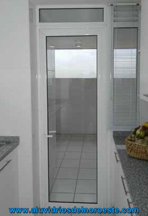 Puerta de aluminio con vidrio puerta para armar con for Modelos de puertas de aluminio blanco