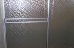 Cancel de baño con plástico 1 – Aluvidrios