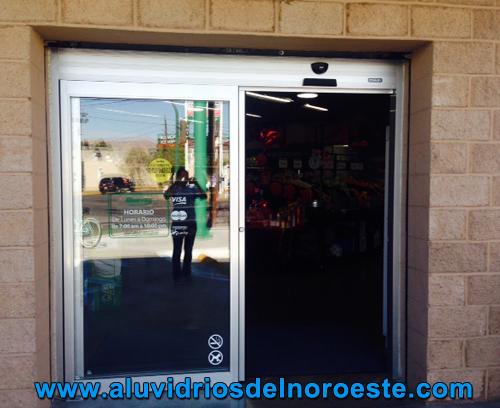 puerta de aluminio con cristal claro mm u aluvidrios